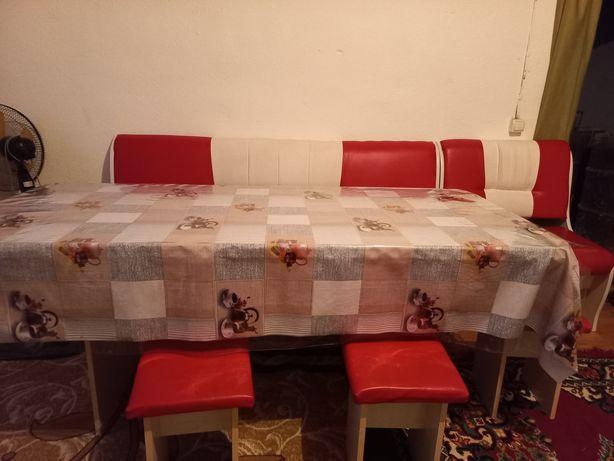 Кухонный уголок Стол и стулья