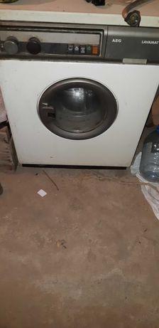 Продавам пералня AEG
