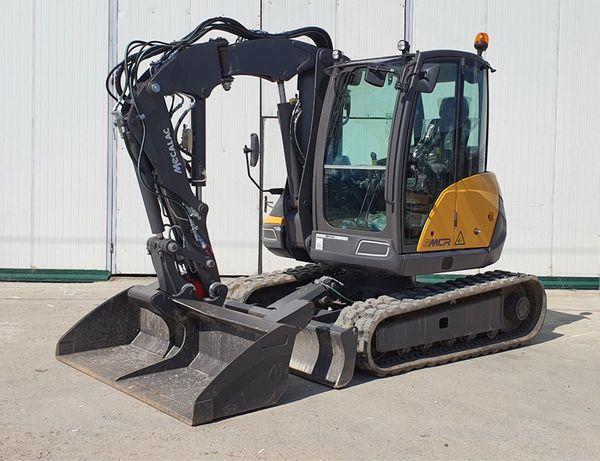 Închiriez buldoexcavator și containere pentru deșeuri din construcții