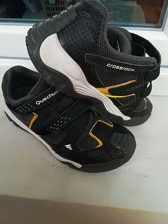 Лот маратонки и сандали