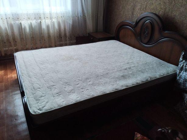 Кровать двухспальная,комод,тумба