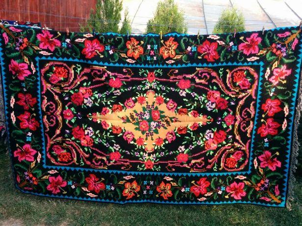 Covor tradițional lucrat manual din lana