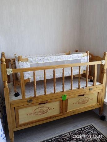 Кроватка детская с колыбелькой