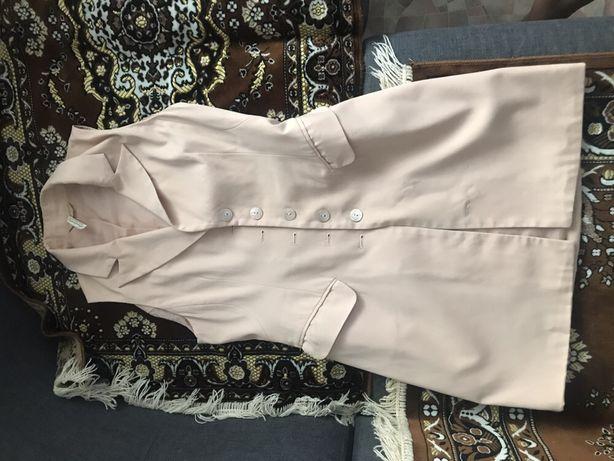 Продам пиджак-безрукавка от бутика Страдивариус