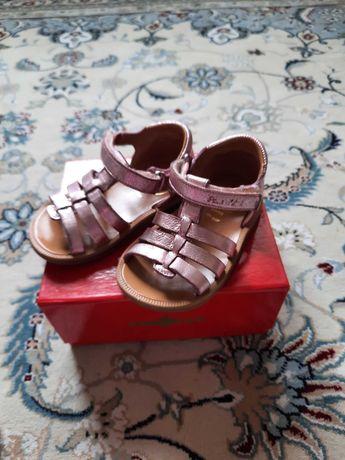 Детские сандалии на девочку