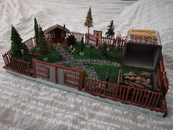 Продавам макет на селска къща в гората с осветление и размери 50х30 см