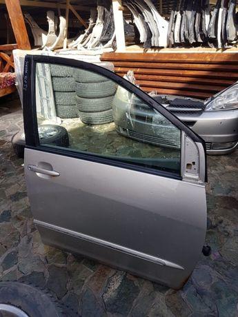 Двери на Toyota Sienna (04-09)