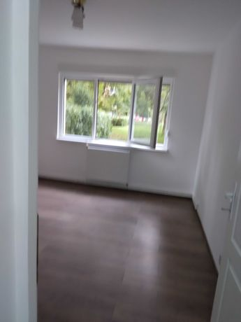 Hunedoara, închirez apartament 4 camere, doua băi, parter, renovat.
