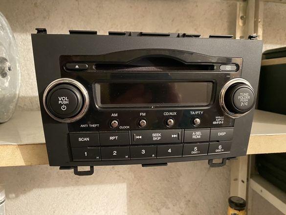 Продавам перфектен авто CD и MP3 player.