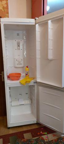 Холодильник в отличном состоянии рабочий