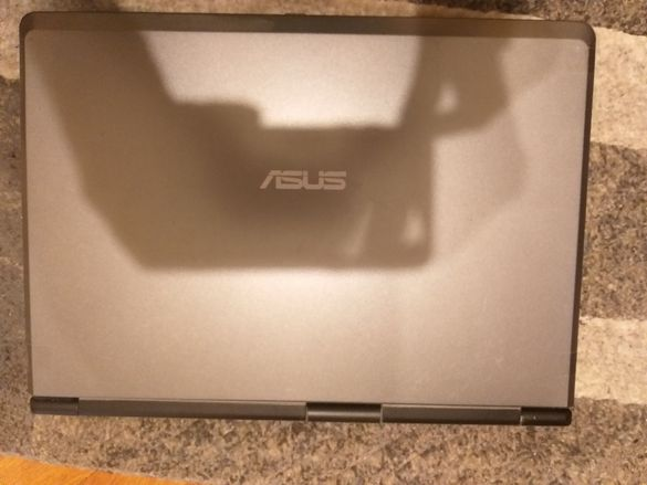 Лаптоп ASUS (Асус)