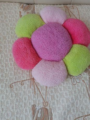 Многоцветна плюшена играчка