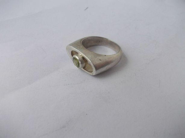 Inel vechi din argint cu piatra verde