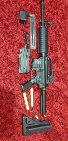 Replica arma M4A1 cu lansator de grenade M203 scurt