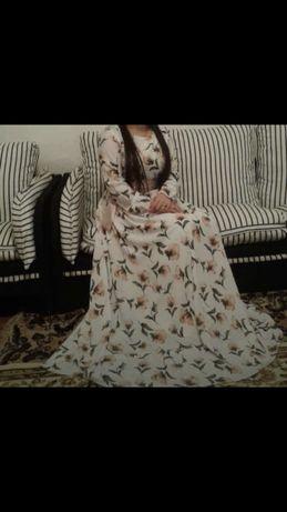 Продам два длииных платья.