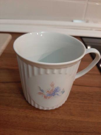 Vand  6 cani de  ceai.