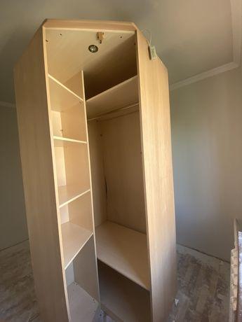 Угловой Шкаф в хорошем состояний