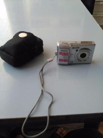 Продавам фотоапарат Sanyo