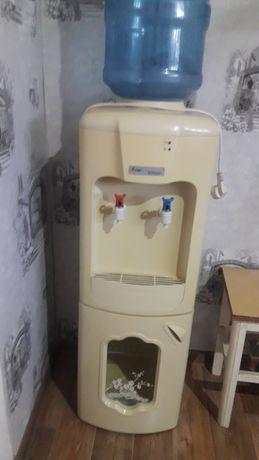 Диспенсер-кулер для воды
