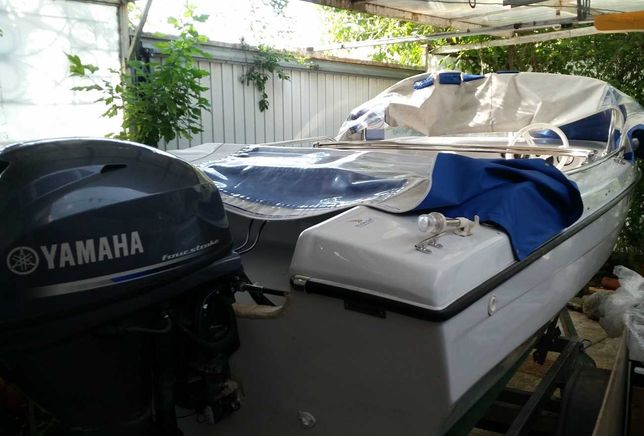 Barca cu motor si peridoc inmatriculat,400 CP, 4,5 metri, 5locuri