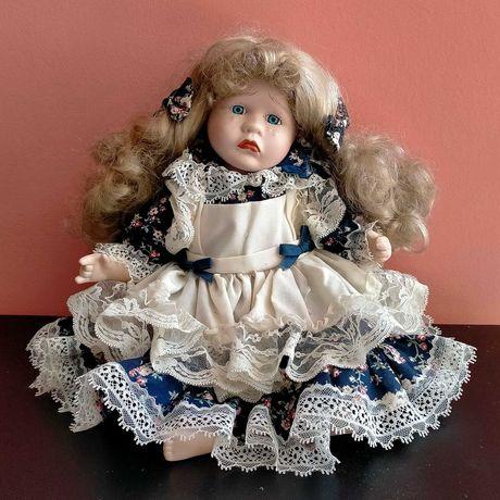 Порцеланова немска кукла