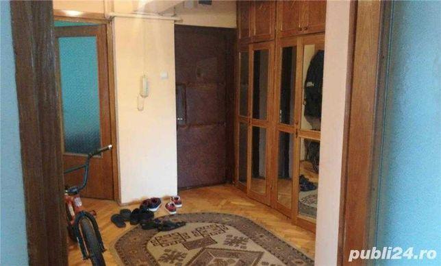 Inchiriez 1 camera (baiat) in apart 3 camere, et 1, zona ultracentrala
