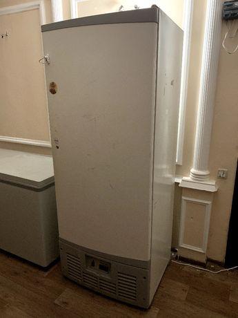 Холодильник проффесиональный