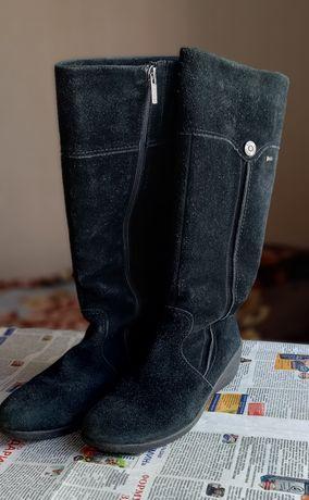 Продам зимние замшевые сапоги. 40 размер