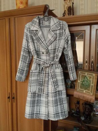 Женские вещицы. Пальто, плащ, сумка, все новое.