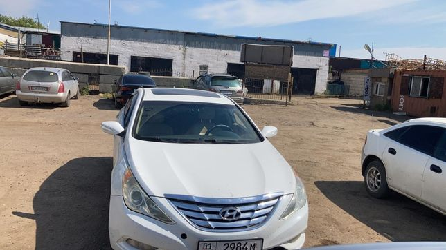 Продам срочно машину Hyundai Sonata 2010 г