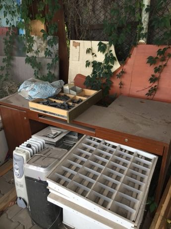 Продам  мебель столы тумбы! Б/У