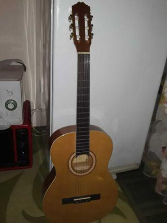 Продаю гитару. Новую