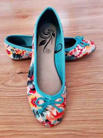 Нови дамски обувки-балеринки
