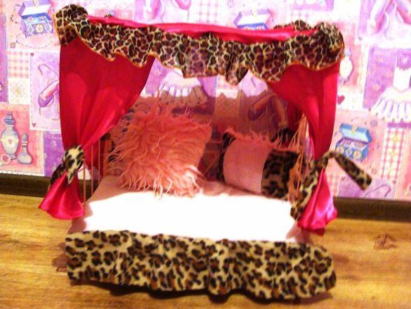 Легло с балдахин за дребните породи. 40Х25Х50см.