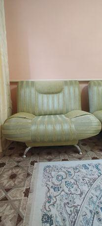 Продам диван с двумя креслами