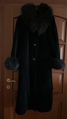 Пальто велюровое рукава и ворот лама