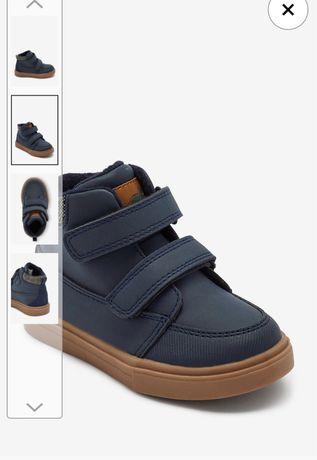 Продам детскую обувь новая