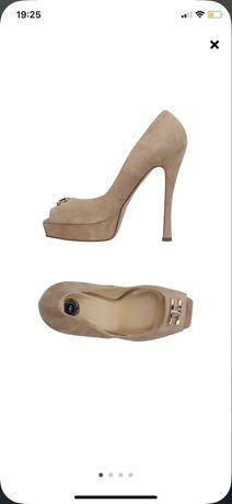 Емблематичен модел Elisabetta Franchi обувки