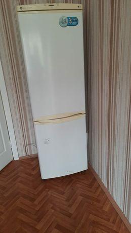 Продам холодильник высокий