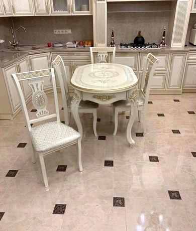 Продам кухонный стол со стульями