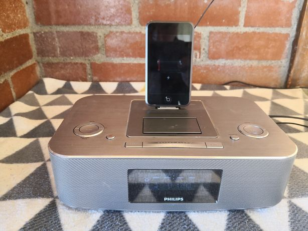 Philips staţie andocare iPod/iPhone/iPad DC390/12