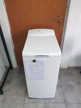 Masina de spălat rufe Whirlpool.  Cu incarcare verticala.