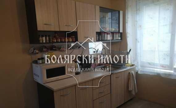 Самостоятелна Двуетажна къща във Варуша
