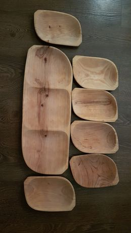 Set de vase din lemn sculptate tradițional (platou + farfurii)