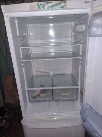 Бытовая техника холодильник и микроволновка