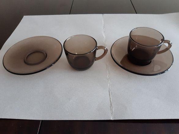 Сервизи и чаши за кафе.