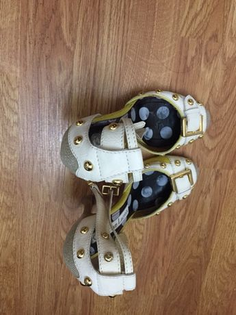 Продаются туфли фирмы Christian Lacroix