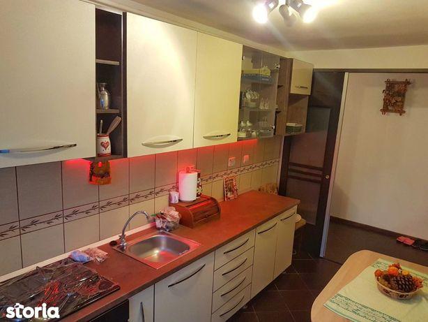 De vanzare apartament 3 camere zona Bartolomeu 80000 E