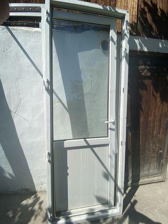 Продам пластиковые двери
