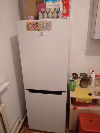 Холодильник очень срочно продам